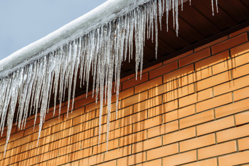 ice removal service can prevent roof leaks
